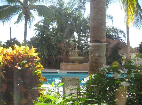 Fairfield Inn & Suites Boca Raton: Beautiful Grounds