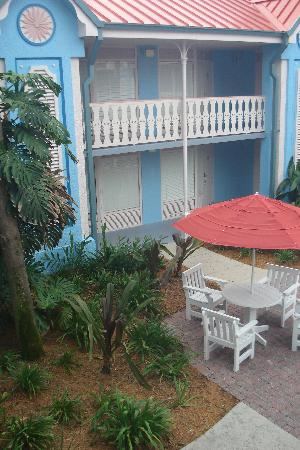 Disney S Caribbean Beach Resort Courtyard