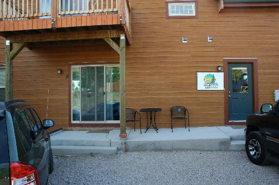 Horsetooth Hideaway Bed & Breakfast/Hotel: Patio entrance to our room