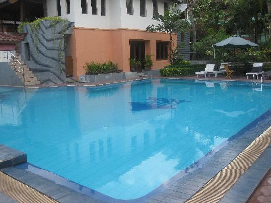 Bakungs Beach Hotel: pool