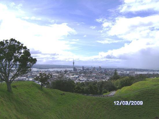 Bavaria Bed & Breakfast Hotel: Blick vom Krater des MT. Eden auf Auckland