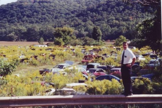 วอร์เรน, เพนซิลเวเนีย: Horrocks in from of a junkyard in Warren, PA