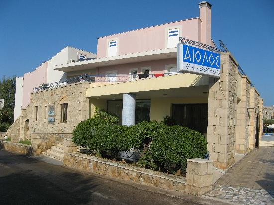 Aiolos Hotel Apartments: Front of Aiolos