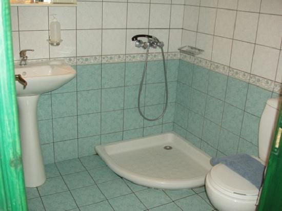 Hotel Kavuras Village: bagno della camera