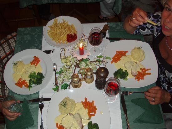 Hotel Pettneuerhof: Candlelight-Diner