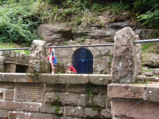 Mont Sainte Odile Convent: fotaine de sainte odile
