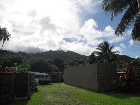 Aremango Guesthouse: part of the garden