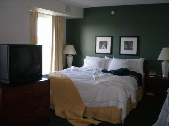 Residence Inn Deptford: now doesn't that look like a cozy studio bedroom area