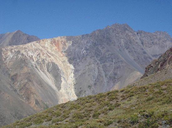 Vista de los cerros sus colores los tipos de minerales for Tipos de banos