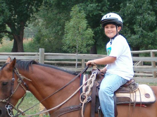 Sylvan Dale Guest Ranch: riding-kids program