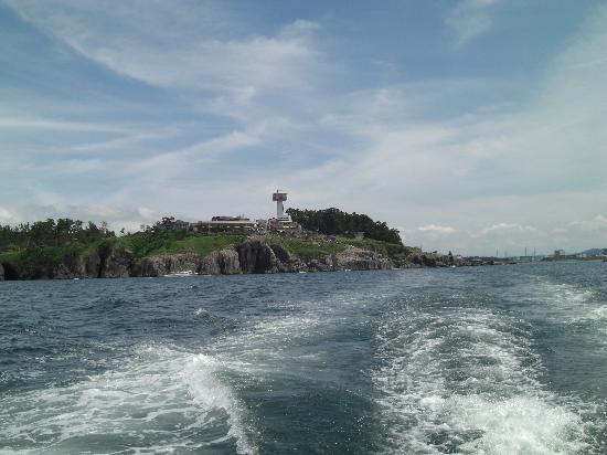 Sakai, Japan: 船上より、東尋坊タワー。
