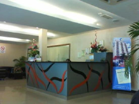 City Park Hotel: elegent and small reception counter