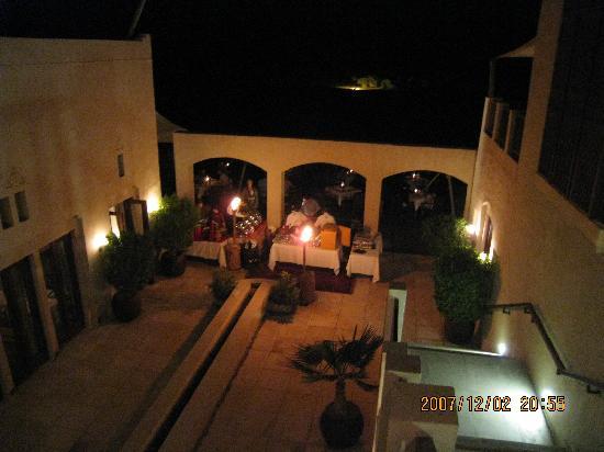Al Maha, A Luxury Collection Desert Resort & Spa: ディナー