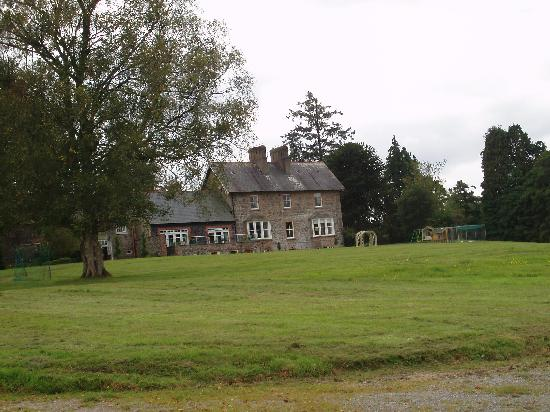 Mount Cashel Lodge : View from the lake towards the lodge