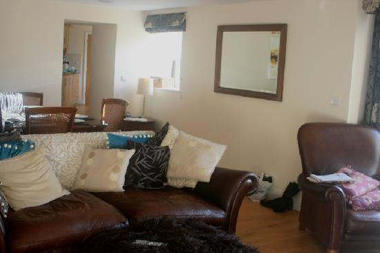 Gonwin Manor Cottages: Living area