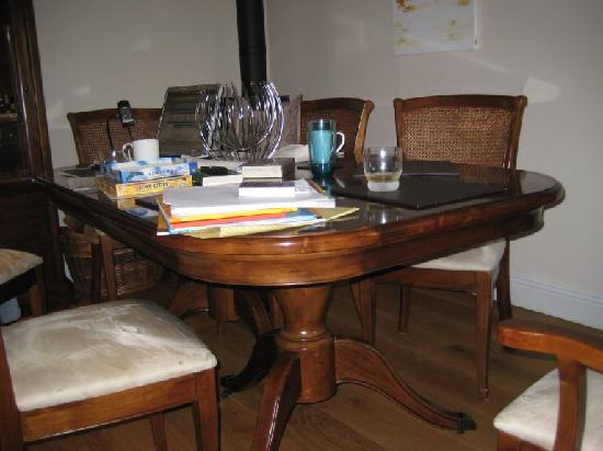 Gonwin Manor Cottages: Dining table
