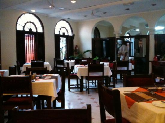Lotus Hotel: Breakfast-room