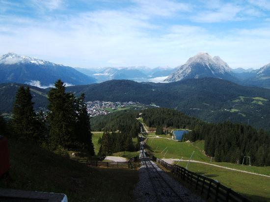 Pension Krinserhof: Seefeld from the Funicular