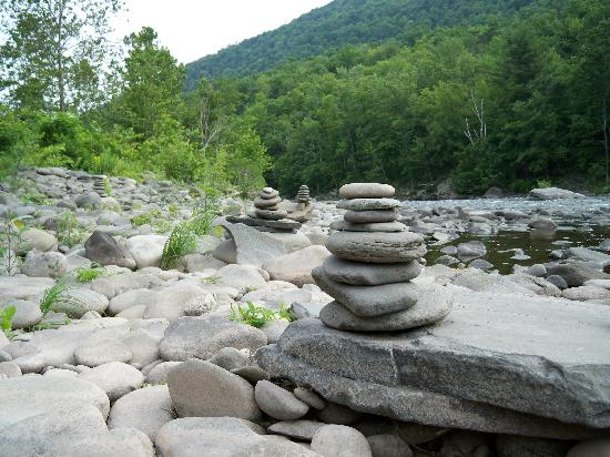 Kate's Lazy Meadow Motel: Esopus Creek Stone Towers
