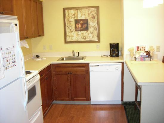 Residence Inn Houston-West University: Kitchen Area