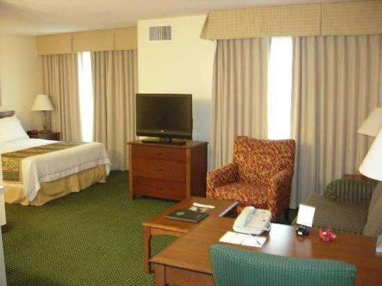 Residence Inn Houston-West University: Livingroom/Bedroom Area