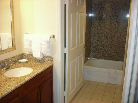 Residence Inn Houston West University: Bathroom Area