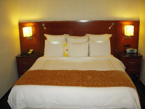 Detroit Marriott Troy: Bed