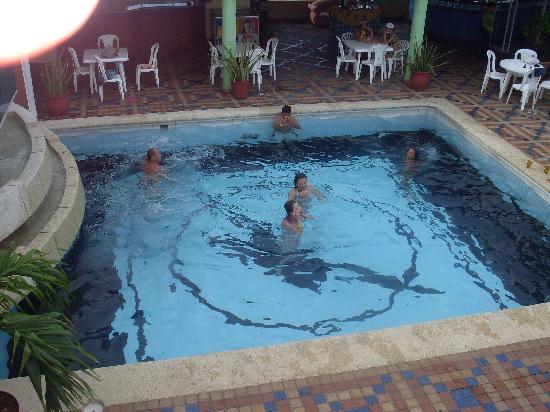 Hotel Calypso: Bar y piscina