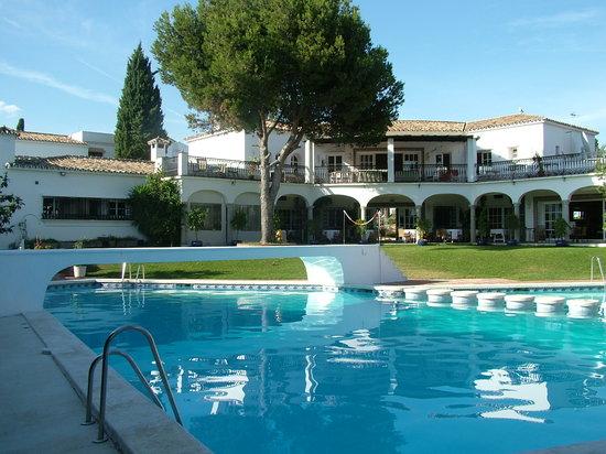 El Paraiso Restaurante & Country Club: eat in style poolside