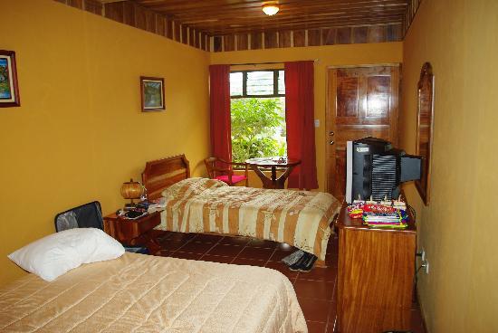 Hotel Cipreses Monteverde Costa Rica: Comfortable, cozy room