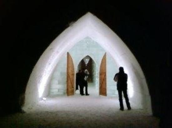 Hotel de Glace: ENTRANCE TO THE ICE HOTEL