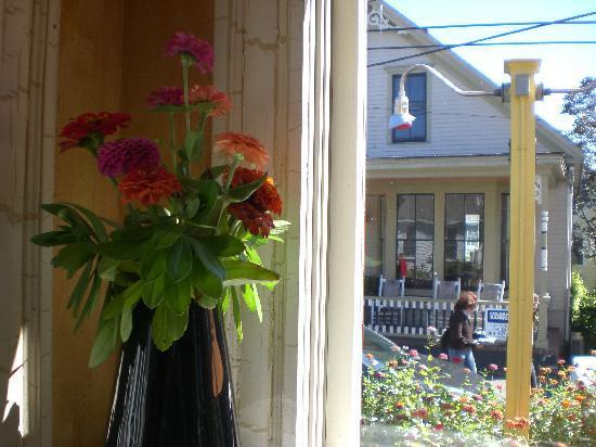 Joe Coffee & Cafe: Nice flowers.....