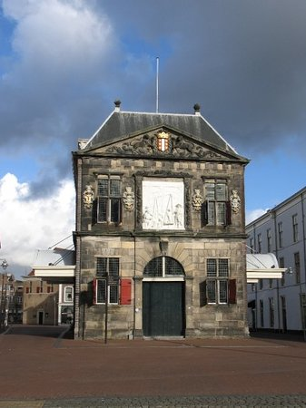 ‪Waag (Weighing House)‬