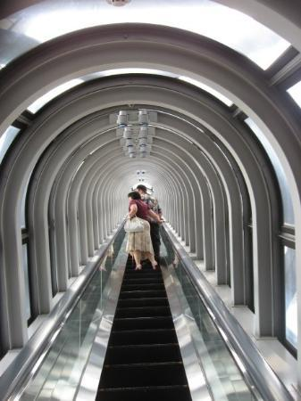 Kuchu Teien Observatory: The glass escalator, 30 stories above the ground.