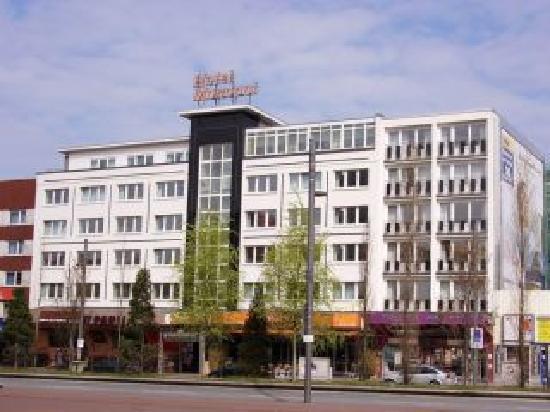 Hotel Monopol: Aussenansicht (Verrät nicht was für n'stylisches ding das eigentlich ist)