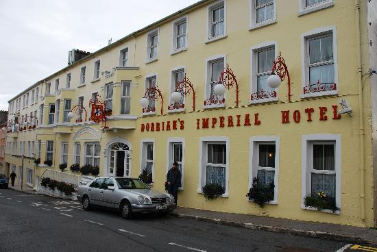 Ballyshannon, Irlanda: Dorrian's Imperial - view from Main St.