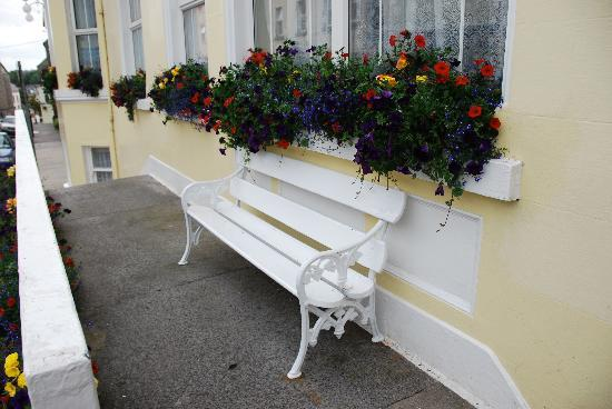 Ballyshannon, Ireland: We loved the entrance and the porch.