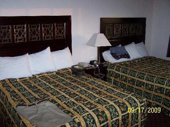 Sea Breeze Inn: Room