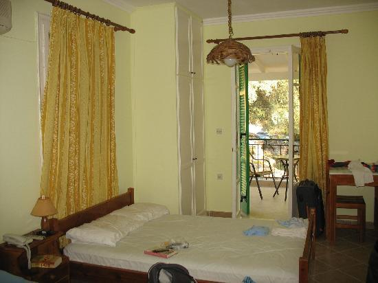 Philippos Hotel Apartments: Room