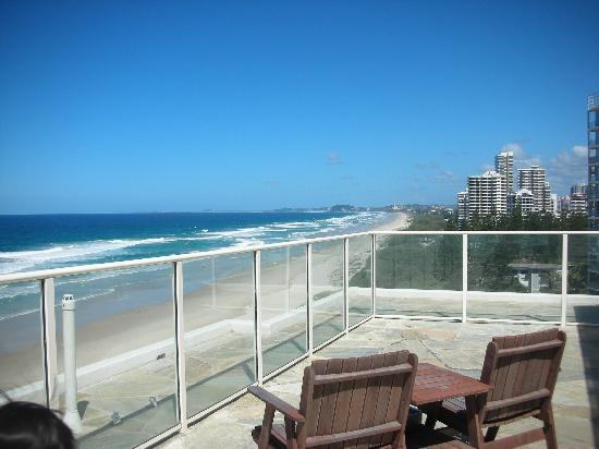 Beachfront Viscount: 屋上デッキスペース〔各部屋のバルコニーからの眺めと同じ)