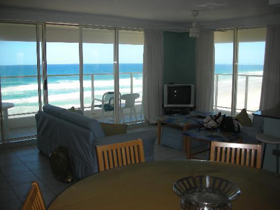 Beachfront Viscount: リビングスペース