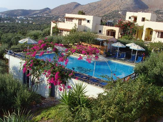 Elounda Heights Apartments and Studios: the pool and pool bar