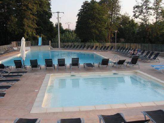 Poggio-Mezzana, France : Piscine et pataugeoire