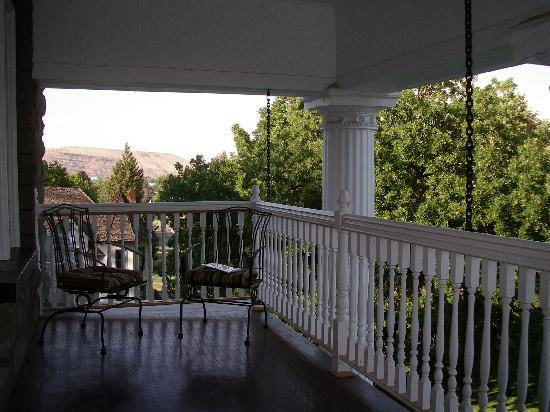 Rosedell Bed & Breakfast: view of suspended balcony