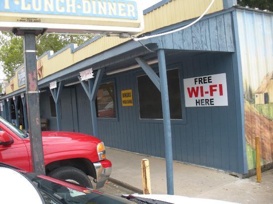 Elaine's Restaurant: The restaurant