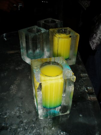 ICEBAR by ICEHOTEL Stockholm: Ice glasses!