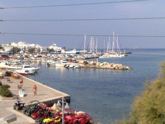 Hotel Paros: Il porto di Paros dalla nostra terrazza.