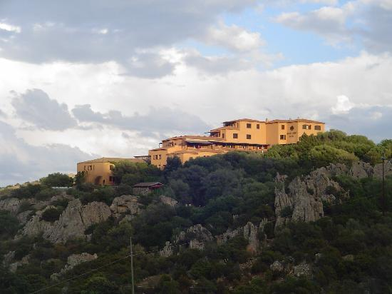 Hotel Rocce Sarde: vue générale de la route d'acces