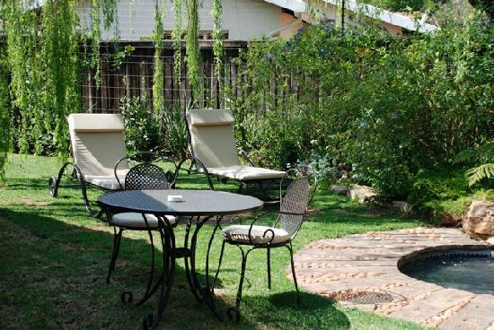 Idwala Boutique Hotel Johannesburg: By the pool