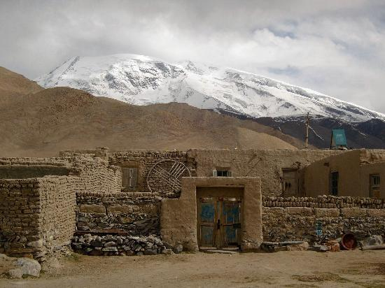 Karakul Lake: Mud Houses near Muztagh Ata
